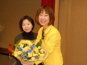 荻川まきこ会の新年会で花束を頂きました