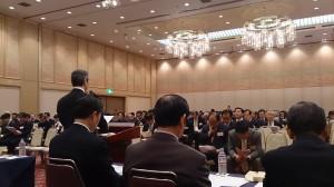 党大会2日目、午前中は全代議員会議に出席し、執行部席で議論を見守りました。