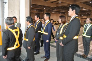 新貨物ターミナルを視察。中国・韓国・シンガポール・マレーシア・ベトナムなど新興国との貿易の拠点として期待が高まっています。