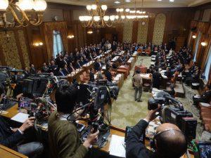 予算委員会質疑終局に抗議する民主党