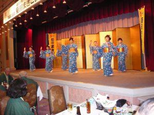 加茂の皆さんは着物持参で「加茂松坂」を披露してくれました。