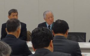 集会に参加した横田さん