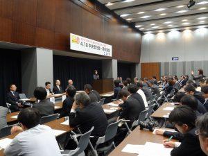 連合の4・18中央総行動・院内集会が開かれ、連合の古賀会長、民主党からは大畠幹事長が挨拶を行いました。