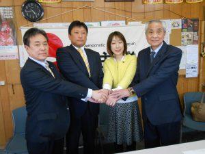 来春の県議選に立候補を決めた小島晋さん(私の左隣)