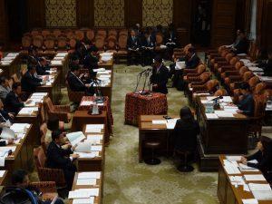 地方教育行政法改正案の趣旨を説明する下村大臣