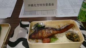お昼に、定例の国対役員会へ。今日は「麦屋」の焼きぶり弁当でした。お魚大好き。