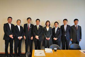 滋賀県知事選に出馬する三日月議員を囲んで