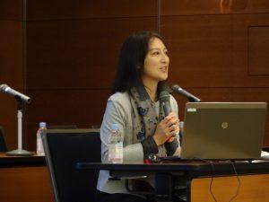 講演する大崎麻子関西学院大学総合政策学部客員教授