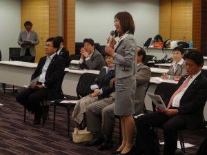 生徒が先生、議員が生徒になって行われた「世界一大きな授業」