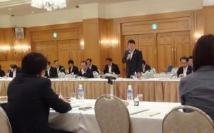 政府に対する新潟県の要望に関する国会議員説明会で挨拶する泉田知事