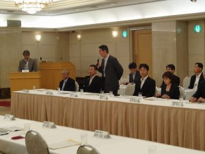 大河津分水改修促進期成同盟会を代表してあいさつする新潟市長