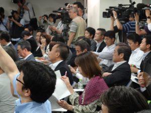 民主党本部にて両院議員総会が開催されました。