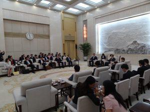全国政治協商会議副主席の王家瑞氏と会談