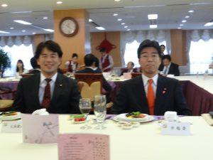 昼食会にて。田嶋要議員と大西健介議員