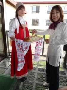 ロシア人は友人の訪問を受ける時、焼きたてのパンと塩で出迎える習慣があるそうです。