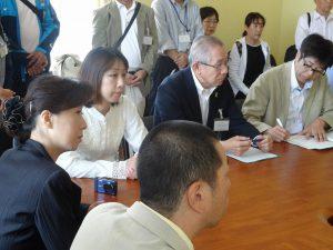「行政府」を訪問し、ソロムコ「南クリル地区」長兼議長と面談