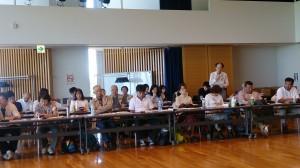 結団式のあと、参加者全員で研修を受けています。テーマは「北方領土問題と国際法について」
