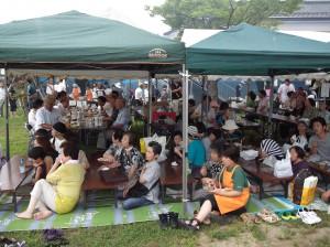 自治会の夏祭りに大勢の皆さんがお集まりでした