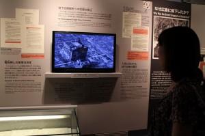 平和記念資料館にて。被爆当時の写真、資料など多数展示されています。