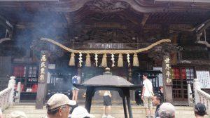 山の中腹にはこんな神社がいくつもあります。
