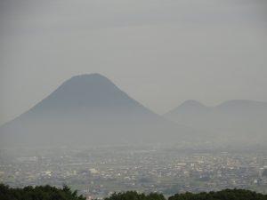 霞の中に見える讃岐富士