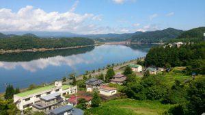 ホテルからダム湖が見えます。美しい風景に癒されます。