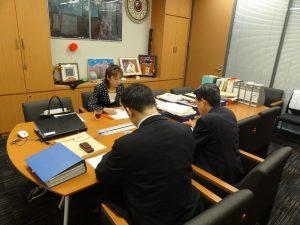 会議の合間に内閣官房よ拉致問題に関するヒアリング