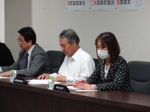 役員会に出席。ちょっと風邪気味の為、多忙な皆様にうつさないようマスク着用です。