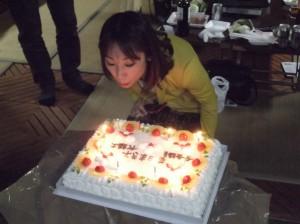 お祝いに頂いた大きなバースデーケーキ