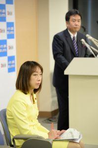 幹事長会見に同席。冒頭、枝野幹事長は中越地震で亡くなられた方々に哀悼の意を表されました。