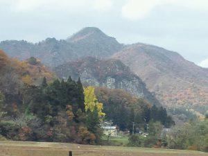 山を彩る紅葉が綺麗でした。