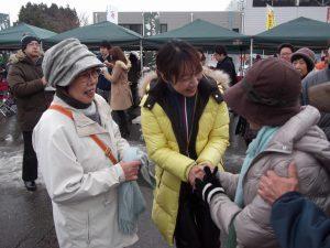 会場ではマルシェが開催され、大勢の市民が集まりました