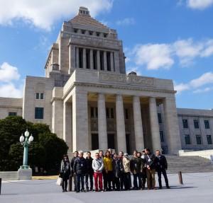 週末を利用して地元の方々が上京され、国会見学をご案内。小春日和の気持ちいい天気です。