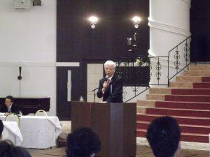 直嶋正行参議院議員が講演されました。