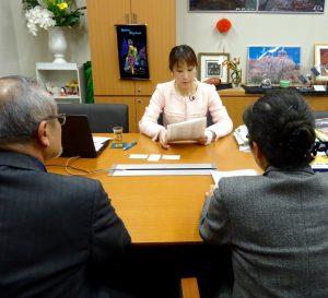 委員会の合間には来客がありました。