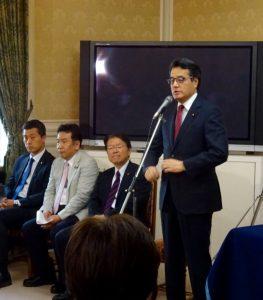 代議士会にて岡田代表から挨拶