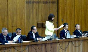 委員を代表して、附帯決議を朗読しました。