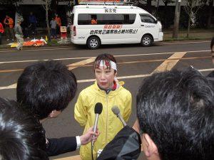 街頭演説後、取材を受けました