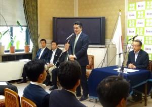 代議士会で岡田代表より挨拶。