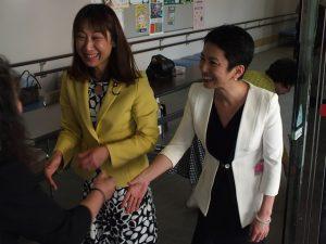 総会終了後、蓮舫代表代行とご参加の皆様をお見送りしました