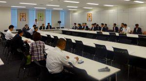拉致問題対策本部・外務・防衛等合同部会が開かれ、北朝鮮に課している制裁の延長について議論が行われました。