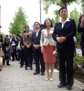 お昼は、議員会館前にて連合主催の抗議衆かいが開かれ、参加しました。