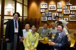 出展者らとの一枚。向かって右端の方が、主催者リードエグジビション ジャパンの石積社長。