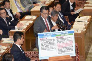 民主党のトップバッターは岡田代表。