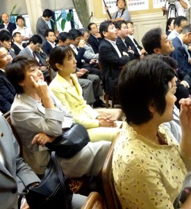 午後は上京。代議士会に出席。