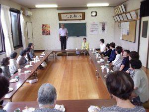 内山幹事長が荻川まきこ会の皆さんに「長い間お世話になりました」とご挨拶