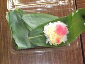 内山幹事長の奥様と小島県議の奥様手づくりの笹寿司を頂きました