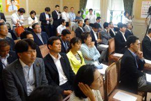 国会が正常化し、久しぶりに本会議が開かれました。
