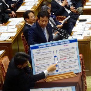 民主党のトップバッターで、枝野幹事長が質問。