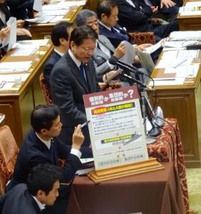続いて、長妻代表代行が質問に立ちました。